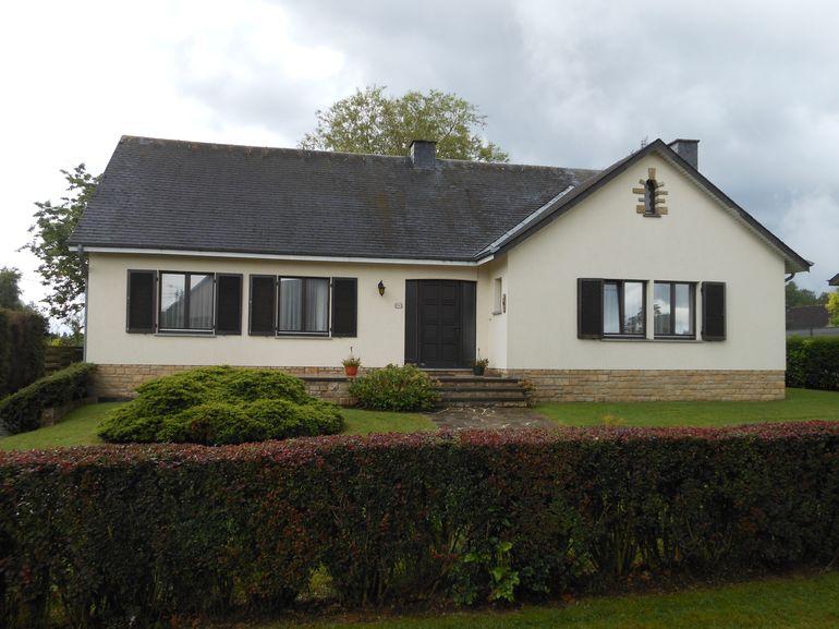 Sainte-Marie-Sur-Semois – Villa 4 façades en très bon état dans un quartier calme résidentiel