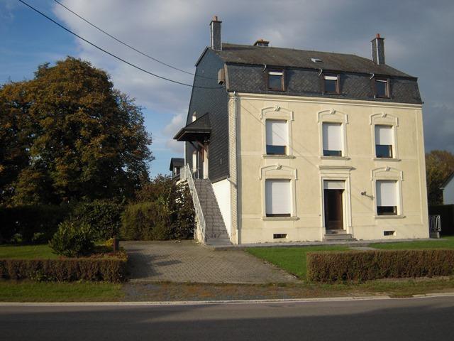 ETALLE- Immeuble de rapport comprenant 3 appartements sur un terrain de 13 ares